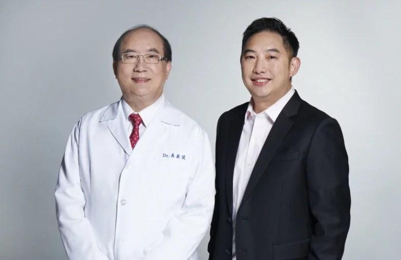 達爾膚董事長吳奕叡(右)與父親皮膚科權威醫師吳英俊