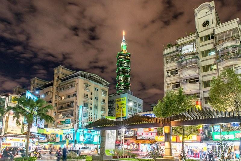 台北医学大学付属病院前の正門広場