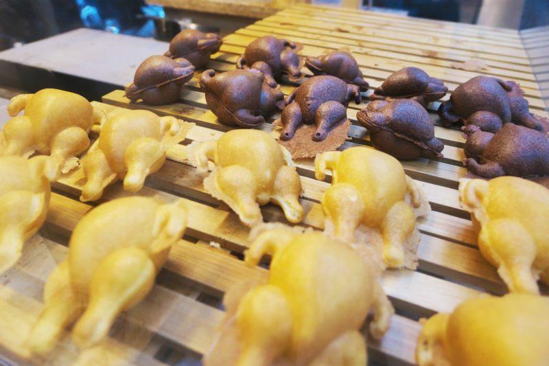 逢甲夜市にある「野士麥德」で鶏の丸焼きみたいなケーキを食べよう!