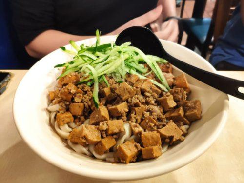 銀記手擀刀切牛肉麵